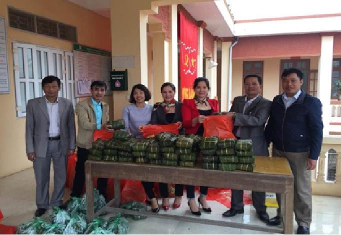 Hội LHPN phường Biên Giang  tặng quà các hộ nghèo, cận nghèo nhân dịp Tết Nguyên đán năm 2017