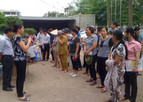 Phụ nữ  phường Phú La  tích cực tham gia công tác phòng chống dịch bệnh năm 2014