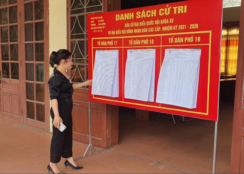 Hoạt động phối hợp của Hội LHPN phường Phú Lương với các đoàn thể giám sát công tác niêm yết danh sách cử tri bầu cử đại biểu Quốc hội và đại biểu HĐND các cấp nhiệm kỳ 2021 - 2026 tại các tổ bầu cử trên địa bàn phường
