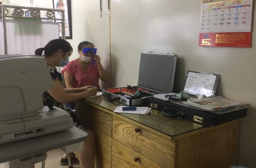 Khám mắt miễn phí cho nguyên cán bộ  hội phụ nữ phường Hà Cầu