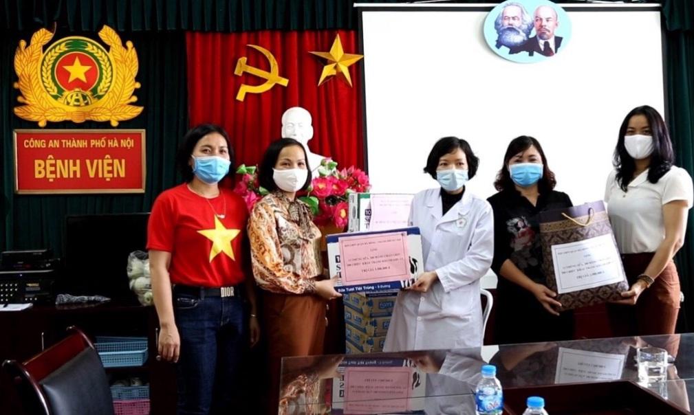 Phụ nữ Hà Đông chung tay đẩy lùi dịch bệnh Covid- 19