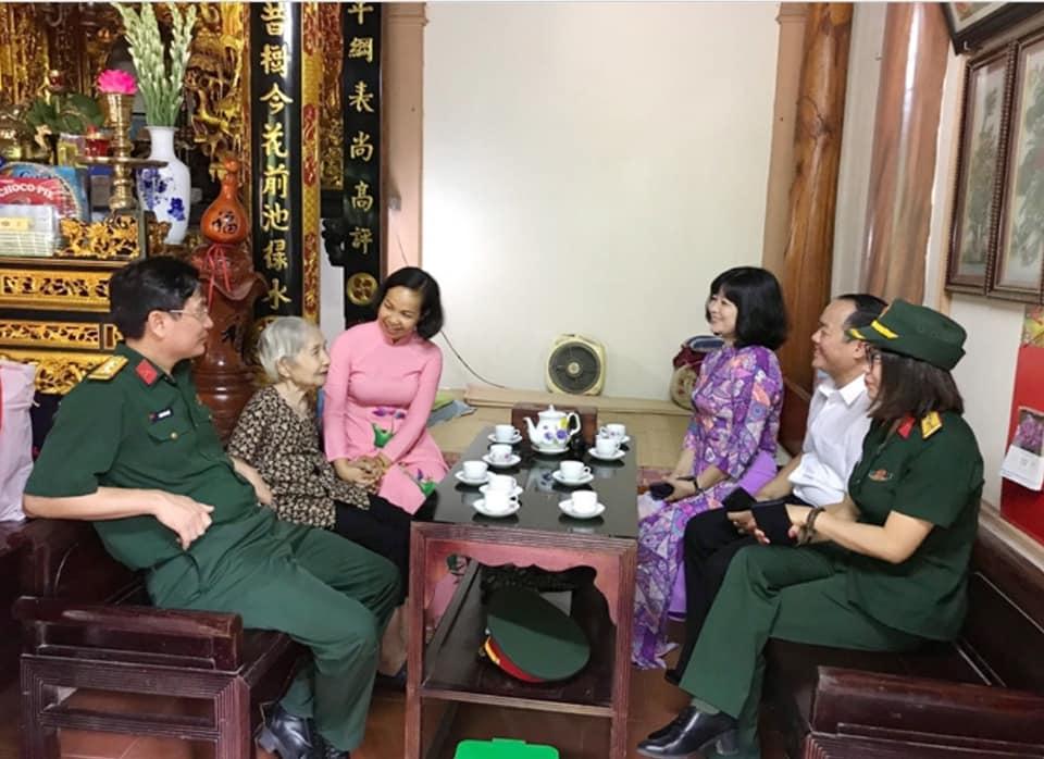 Cán bộ, hội viên phụ nữ quận Hà Đông tri ân các anh hùng liệt sỹ và người có công (27/7/2020)
