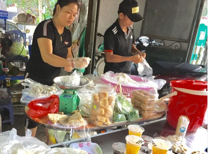 Hội LHPN phường Yên Nghĩa tổ chức giám sát thực hiện vệ sinh an toàn  thực phẩm tại khu chợ tổ dân phố 5-6