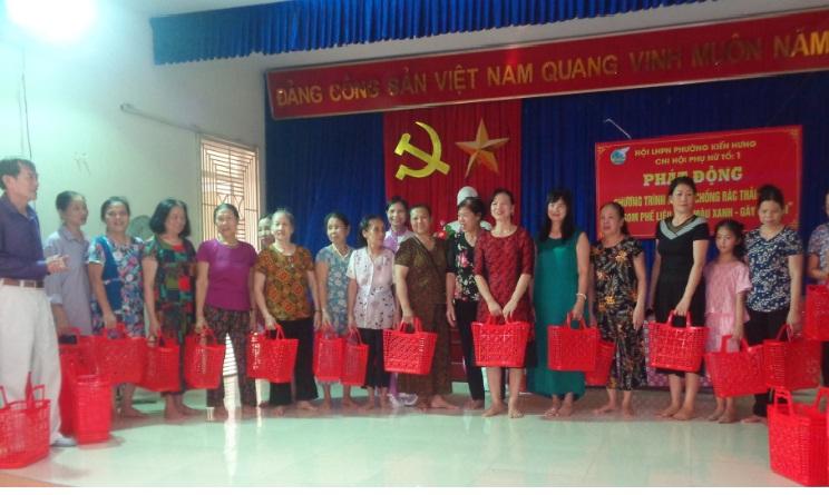 Chi hội phụ nữ TDP 1 Phường Kiến Hưng, quận Hà Đông phát động mô hình thu gom phế liệu đổi làn nhựa, gây quỹ hội