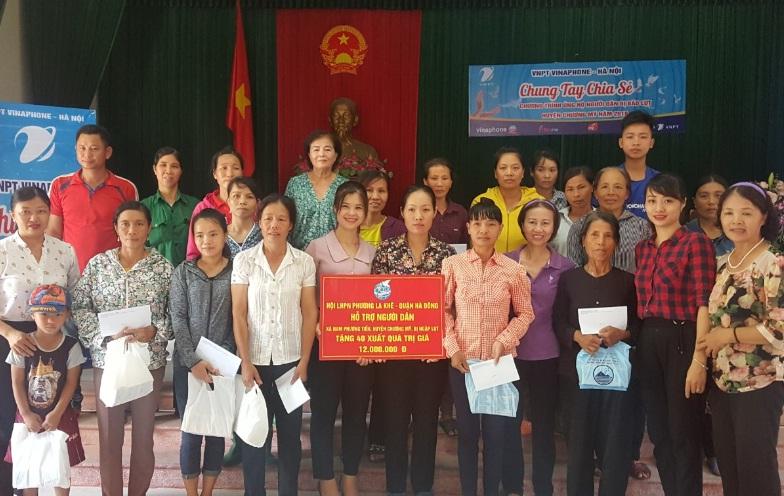 Hội LHPN phường La Khê tổ chức đi thăm tặng quà gia đình hội viên phụ nữ xã Nam Phương Tiến, huyện Chương Mỹ