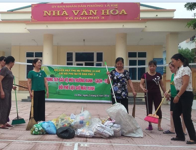 Phụ nữ phường La Khê chung tay bảo vệ môi trường xanh - sạch - đẹp, đổi phế liệu giữ màu xanh