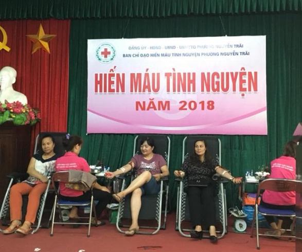 Cán bộ, hội viên Hội LHPN phường Nguyễn Trãi tích cực hưởng ứng Chương trình Hiến máu tình nguyện năm 2018