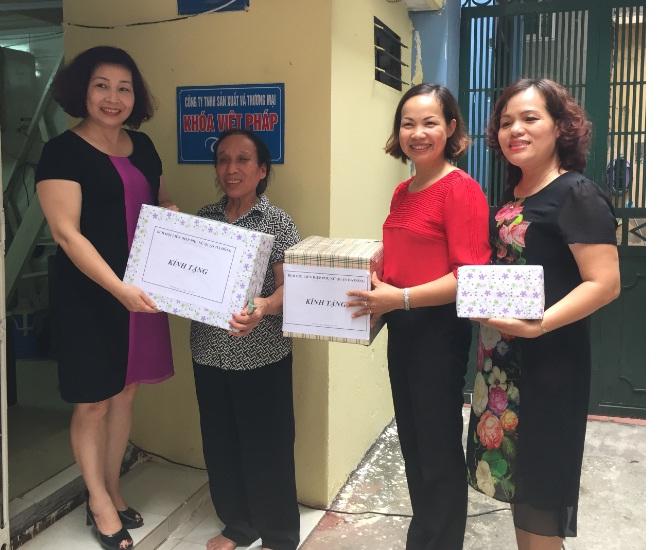 Sửa chữa nhà tình nghĩa cho nữ cựu thanh niên xung phong, thương binh phường Nguyễn Trãi