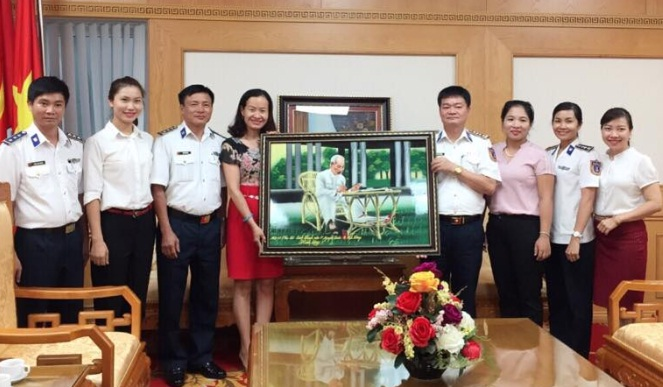 Hội LHPN phường Nguyễn Trãi thăm và chúc mừng Hội phụ nữ Bộ tham mưu Bộ tư lệnh Cảnh sát biển Việt Nam