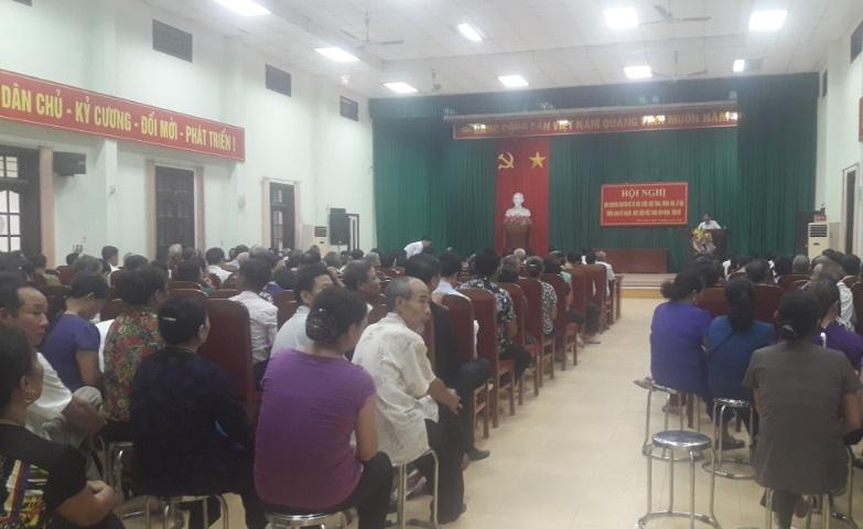 Cán bộ, hội viên Hội LHPN phường Phú Lương tham dự hội nghị nói chuyện chuyên đề về văn minh trong việc cưới, việc tang
