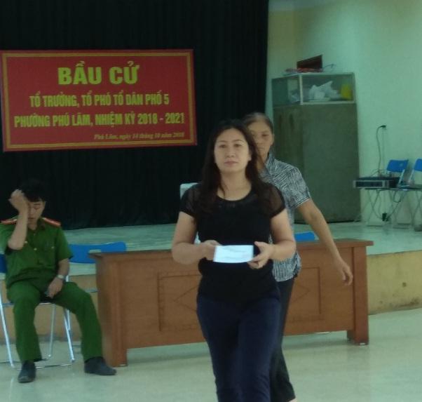 Hội LHPN phường Phú Lãm tham gia phối hợp giám sát cuộc bầu cử tổ trưởng, tổ phó TDP nhiệm kỳ 2018-2021
