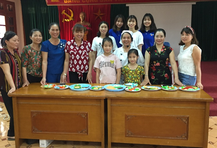 Hội LHPN phường Yên Nghĩa tổ chức lớp nữ công gia chánh cho hội viên phụ nữ, con em hội viên
