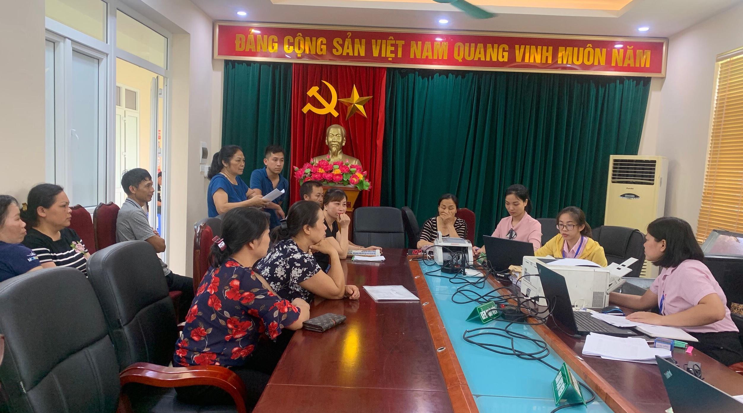 Hội LHPN phường Yên Nghĩa làm tốt công tác quản lý nguồn vốn vay ủy thác của NHCXSH quận Hà Đông và kịp thời hỗ trợ các hộ vay gặp khó khăn  do bị ảnh hưởng của dịch COVID-19